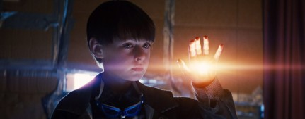 midnight-special-jaeden-lieberher-glowing-hand-1024x403